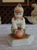Zsolnay Sinkó András tervezte Labdázó kislány nip , figurális szobor pajzspecsétes jelzéssel