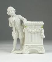 0S878 Biszkvit porcelán ibolyaváza rokokó fiúval