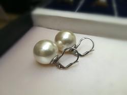 Ezüst foglalatban fehér gyöngyös fülbevaló patent zárral ag925