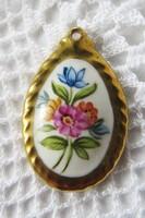 Jelzetlen, kézzel festett gyönyörű porcelán medál