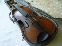 Hegedű.
