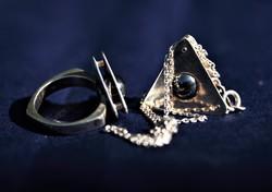 Extravagáns ezüst gyűrű-nyaklánc és medál