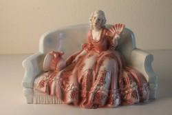 Katzhütte kerámia szobor, Pamlagon ülő hölgy szobor