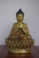 Csodálatos keleti Buddha szobor. Kína, Tibet.