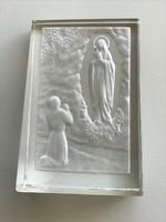Levélnehezék, hántolt kristályból intaglio Szűz Mária mintával