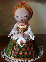 Kislány sárbogárdi népviseletben, 20 cm.-es szobor