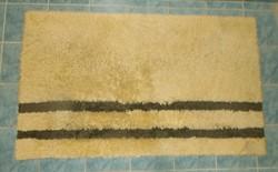 Nagy, vastag fürdőszobaszőnyeg.117x72 cm