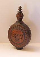 1892-es faragott fa emlék kulacs.