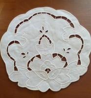 4 db fehér terítő  26 cm átmérőjű