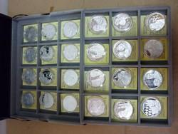 Nemzetünk nagyjai 24 db ezüst érem dobozában ,