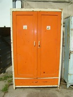 Régi két ajtós, fiókos, végig polcos fenyő szekrény - népi, paraszti