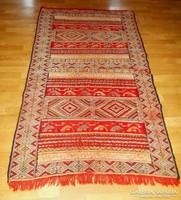 Szép kézi csomózású gyapjúszőnyeg 100x170 cm