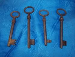 Antik vas kulcs 4db