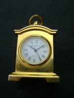 Tömör miniatűr asztali japán óra nagyon igényes darab. ca 6 cm maxel  elemmel
