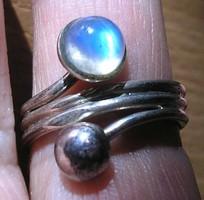 925 ezüst gyűrű 17,7/55,6 mm, szivárványos höldkő, félgömb