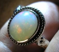 925 ezüst gyűrű, 16,5/51,8 mm, etióp opál drágakővel