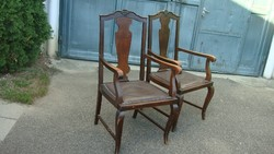 Polgári karfás szék.