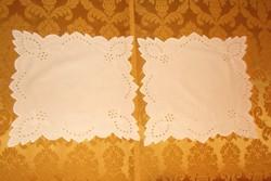 2 db.Hófehér riselt terítők.32x32 cm