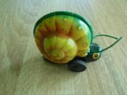 Lendkerekes lemez csiga játék