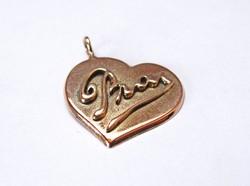 Szív alakú orosz arany medál PRAY felirattal.
