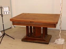 Nagy asztal ami még nagyobbá alakítható