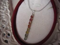 Vörös, sárga, zöld zafír köveket befoglaló 925 függő medál és nyaklánc hozzá