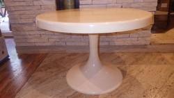 Retro képcsarnokos iparművész asztal