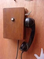 Fadobozos telefon.