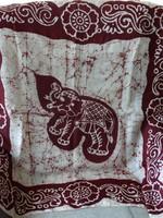 Selyemkendő Indiából batikolt elefánt és virág mintával, 90 x 90 cm