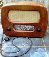 Orion 228 A Typ elektroncsöves rádió, nem üzemképes, 1 db cső hiányzik, alsó fedlap nem eredeti.