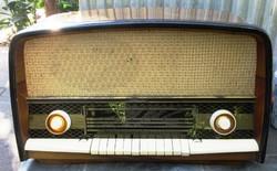 Orion Ar 612 Typ elektroncsöves rádió, nem üzemképes, csövek hiányoznak.
