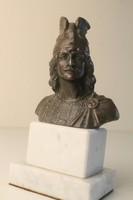 Harcos fej szobor, patinirozott ón márvány talpon