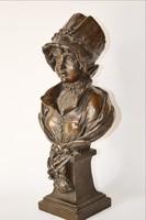 Bronz szobor hölgy főkötőben 35 cm