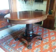 Mahagóni asztal