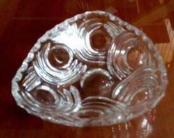 Háromszögletű, kristály üveg kínáló tálka
