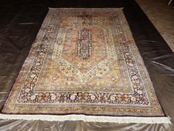 Kayseri kézi csomózású selyem szőnyeg. 273 x 186 cm
