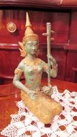 Thaiföldi zenész bronz szobor