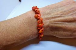 Szép régi természetes narancs szín korall karkötő