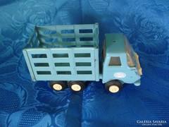 Retro orosz játék teherautó