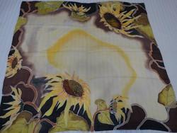 Kézzel festett selyemkendő napraforgó mintával, 85 x 90 cm
