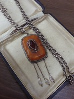 Antik ezüst nyaklánc borostyánköves medállal, hiányos