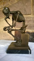 Milo Miguel Fernandez Lopez Gondolkodója bronz szobor
