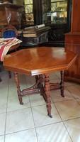 Neo-renesans 8 szögletű asztal eladó
