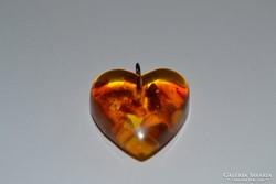 Öntött borostyán szív medál