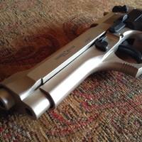 Army ( Beretta )  gumilövedékes gáz és riasztófegyver . Nem engedélyköteles !