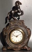 Antik lovas mechanikus asztali óra ingyen futár
