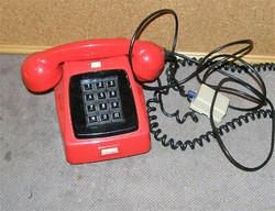 Retro nyomógombos telefon