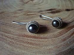 Balinéz ezüst fülbevaló fekete gyönggyel
