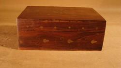 Indiai kézműves fadoboz, sárgaréz berakással