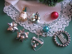 8 régi karácsonyfadísz együtt